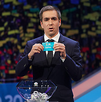 Philipp Lahm greift in den Lostopf 3 und zieht Österreich - 30.11.2019: UEFA EURO2020 Auslosung, Romexpo Bukarest, DISCLAIMER: UEFA regulations prohibit any use of photographs as image sequences and/or quasi-video.
