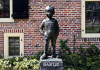 Beeld van Bartje Bartels bij het Drents Museum.  Personage uit een kinderboek van Anne de Vries