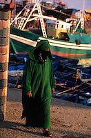 Afrique/Afrique du Nord/Maghreb/Maroc/Essaouira : Scène de vie sur le port de pêche