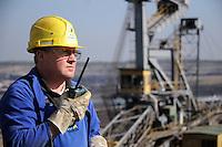 MIBRAG Braunkohletagebau Schleenhain bei Leipzig - im Bild: Volker Scholz nach einer Generalreperatur auf dem Schufelradbagger SRs2000..Foto: aif / Stefan-Nöbel-Heise