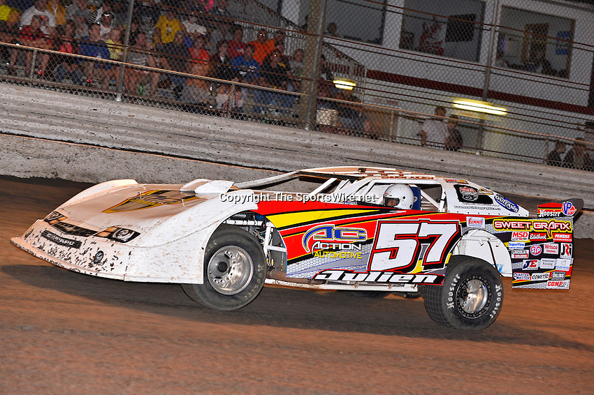 Feb 20, 2014; 7:04:44 PM;  Barberville, FL, USA;  World of Outlaws Late Model Series for 43rd Annual DIRTcar Nationals presented by Summit Racing Equipment at Volusia Speedway Park.  Mandatory Credit: (thesportswire.net)