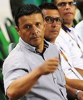 CALI - COLOMBIA -17-02-2016: Nilton Bernal, técnico de Fortaleza FC, durante partido entre Deportivo Cali y Fortaleza FC, por la fecha 4 de la Liga Aguila I-2016, jugado en el estadio Deportivo Cali (Palmaseca)  de la ciudad de Cali. / Nilton Bernal, coach of Fortaleza FC, during a match between Deportivo Cali y Fortaleza FC, for the date 4 of the Liga AguilaI-2016 at the Deportivo Cali (Palmaseca) stadium in Cali city. Photo: VizzorImage  / NR / Cont