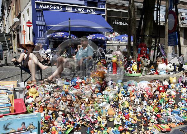 BRUSSELS - BELGIUM - 18 JUNE 2006 -- The antique flee-market on Place Jeu du Balle. Cartoon caracters for sale. -- PHOTO: JUHA ROININEN / EUP-IMAGES..-- vs --