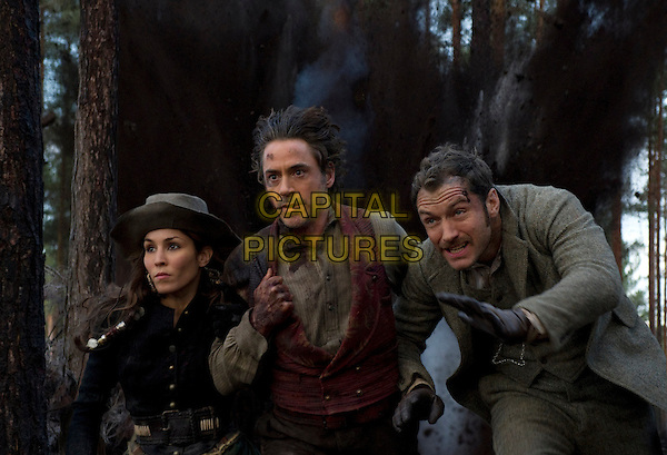 NOOMI RAPACE, ROBERT DOWNEY JR. & JUDE LAW .in Sherlock Holmes: A Game of Shadows.*Filmstill - Editorial Use Only*.CAP/FB.Supplied by Capital Pictures.