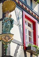 Germany, Rhineland-Palatinate, Ahr-Valley, Bad Neuenahr-Ahrweiler, district Ahrweiler: Virgin Mary statue at corner of a house in old town | Deutschland, Rheinland-Pfalz, Ahrtal, Bad Neuenahr-Ahrweiler, Stadtteil Ahrweiler: Marienfigur an einer Hausecke in der Altstadt