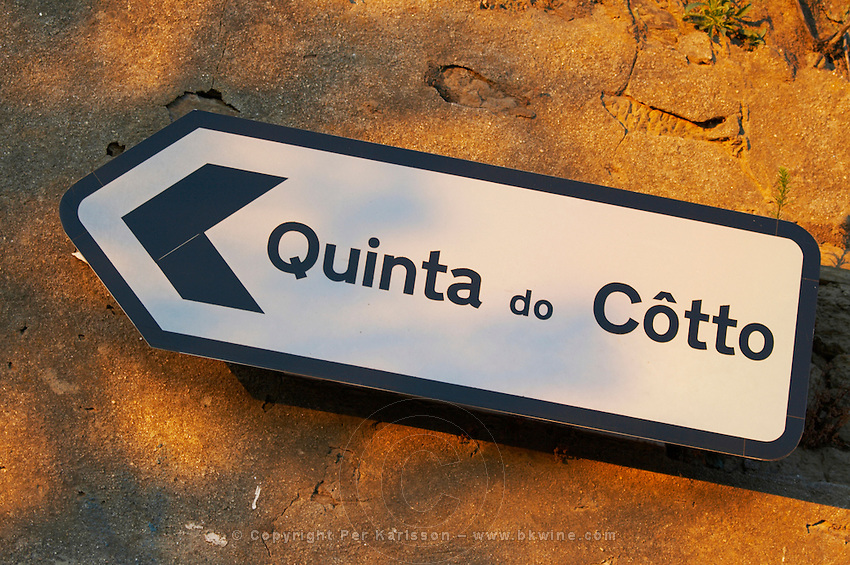 road sign quinta do cotto douro portugal