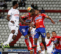 MANIZALES -COLOMBIA, 18-09-2013. H Mosquera Ramos (I) de Once Caldas disputa el balón con Fram Pacheco (C) y Yerry Mina (D) de Deportivo Pasto  válido por la fecha 11 de la Liga Postobón II 2013 jugado en el estadio Palogrande de la ciudad de Manizales./ Once Caldas player H Mosquera Ramos (L) fights for the ball with Deportivo Pasto players Fram Pacheco (C) and Yerry Mina (R) during match valid for the 11th date of the Postobon League II 2013 at Palogrande stadium in Manizales city. Photo: VizzorImage/Yonboni/STR