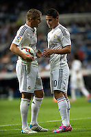 MADRID - ESPAÑA - 23-09-2014: James Rodriguez (Der.) y Kroos (Izq.) jugadores de Real Madrid durante partido de la Liga de España, Real Madrid y Elche en el estadio Santiago Bernabeu de la ciudad de Madrid, España. / James Rodriguez (R) and Kroos (L)  players of Real Madrid during a match between Real Madrid and Elche for the Liga of Spain in the Santiago Bernabeu stadium in Madrid, Spain  Photo: Asnerp / Patricio Realpe / VizzorImage.