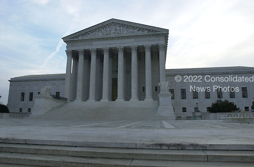 United States Supreme Court Building in Washington, DC at daybreak on December 11, 2000 prior to the justices hearing the Florida Recount Case.<br /> Credit: Ron Sachs - CNP