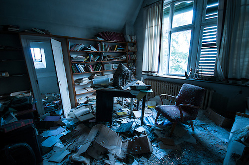 An old abandoned doctors practice and home, this place was amazing, from what I found its been empty since the mid 80s