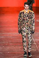 SAO PAULO, SP, 19 MARÇO 2013 - SPFW - ELLUS - Desfile da grife Ellus no segundo dia da São Paulo Fashion Week, coleção Primavera-Verão na Bienal do Ibirapuera, zona sul de São Paulo, nesta terça-feira, 19. (FOTO: WILLIAM VOLCOV / BRAZIL PHOTO PRESS)