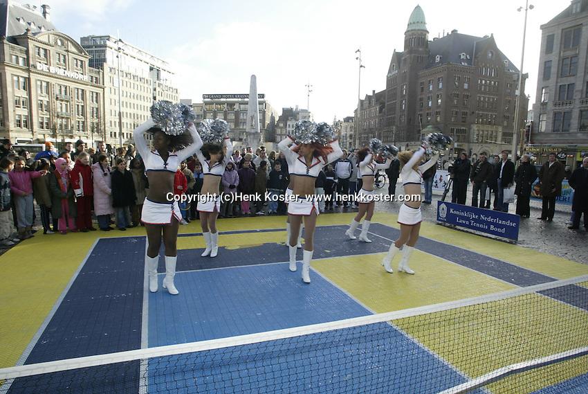9-2-06, Netherlands, tennis, Amsterdam, Daviscup.Netherlands Russia, streettennis on the Dam square, Amsterdam Admiral cheerleaders