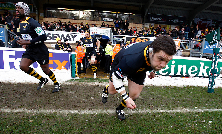 Photo: Richard Lane/Richard Lane Photography.  London Wasps v Newport Gwent Dragons. Heineken Cup. 19/12/2010. Wasps' Ben Broster runs out.