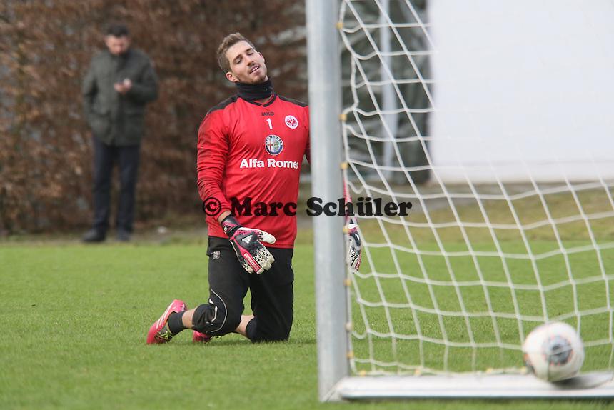 Kevin Trapp (Eintracht) geschlagen