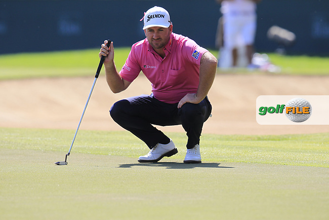 Graeme McDOWELL (NIR) lines up his putt on the 9th green during Pink Friday's Round 2 of the 2015 Omega Dubai Desert Classic held at the Emirates Golf Club, Dubai, UAE.: Picture Eoin Clarke, www.golffile.ie: 1/30/2015