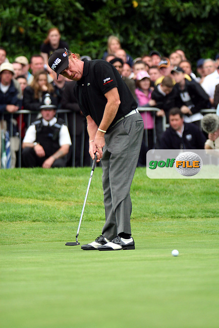 Miguel Angel Jimenez putts in the playoff of the BMW PGA Championship at the Wentworth Club, Surrey, England - 25th May 2008 (Photo by Manus O'Reilly/GOLFFILE)
