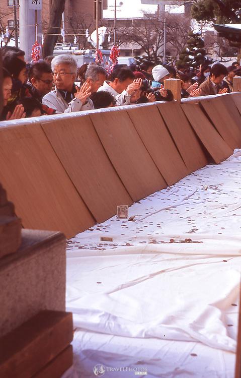 People praying before the beginning of the Naked Man Festival (Hadaka Matsuri) in Kounomiya, Nagoya.