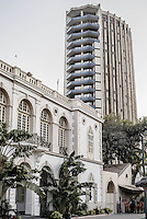 Quartier du Plateau. Siège social de la Banque Centrale des Etats d'Afrique de l'Ouest (BCEAO) et le Cercle de la rade, bâtiment colonial, ancien cercle des officiers de la Marine française.