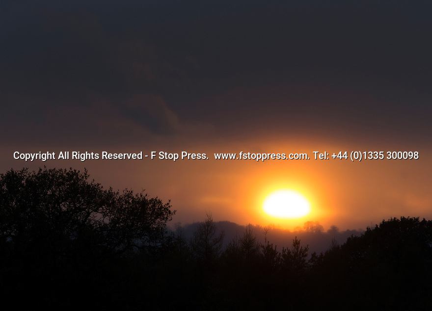 07/11/14<br /> <br /> The sun is seen for the first time today as it drops beneath clouds setting moments later over Sudbury, Derbyshire ahead of a forecast wet weekend.<br /> <br /> All Rights Reserved - F Stop Press.  www.fstoppress.com. Tel: +44 (0)1335 300098