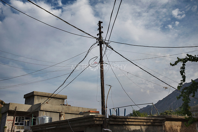 30/08/15. Shaqlawa, Iraq. -- The electric cables post in an old neighborhood of Shaqlawa.