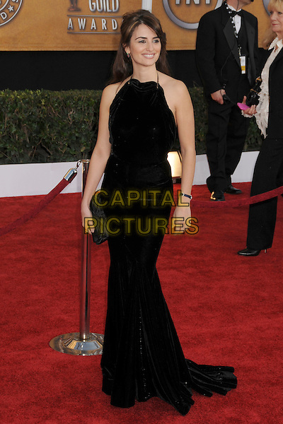PENELOPE CRUZ.15th Annual Screen Actors Guild Awards held at the Shrine Auditorium,  Los Angeles, California, USA, .25 January 2009..SAG red carpet arrivals full length long black dress maxi velvet clutch bag .CAP/ADM/BP.©Byron Purvis/Admedia/Capital PIctures
