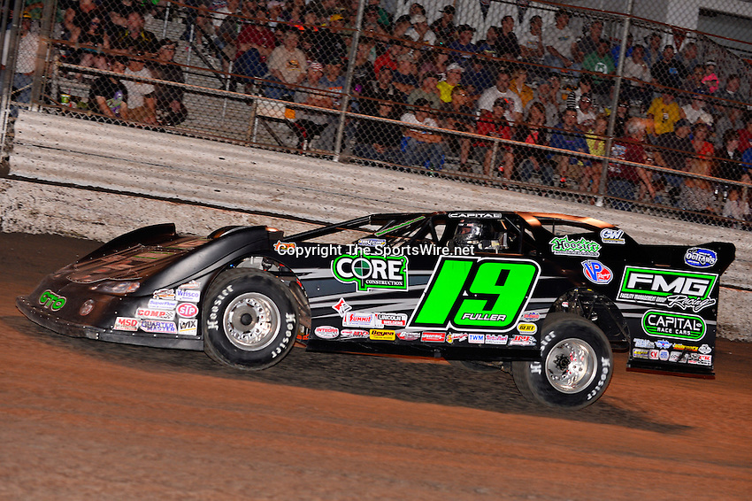 Feb 20, 2014; 7:02:36 PM;  Barberville, FL, USA;  World of Outlaws Late Model Series for 43rd Annual DIRTcar Nationals presented by Summit Racing Equipment at Volusia Speedway Park.  Mandatory Credit: (thesportswire.net)