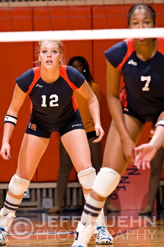SAN ANTONIO, TX - NOVEMBER 3, 2007: The Sam Houston State University Bearkats vs. The University of Texas at San Antonio Roadrunners Volleyball at the UTSA Convocation Center. (Photo by Jeff Huehn)