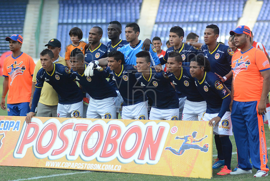 BARRANQUIILLA -COLOMBIA-31-03-2013. Jugadores de Uniautonoma posan para una foto previo al partido  contra Atlético Junior por la fecha 5 de la Copa Postobon 2014 jugado en el estadio Metropolitano Roberto Meléndez de la ciudad de Barranquilla./ Uniautonoma players pose to a photo prior the match against Atletico Junior for the date 5 of the Postobon Cup 2014 played at Metropolitano Roberto Melendez stadium in Barranquilla city.  Photo: VizzorImage/Alfonso Cervantes/STR