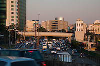 S&Atilde;O PAULO-SP-11,08,2014-TR&Acirc;NSITO/MARGINAL PINHEIROS - Motorista segue com tr&acirc;nsito lento na Marginal Pinheiros sentido Osasco na regi&atilde;o Oeste da cidade de S&atilde;o Paulo,nessa segunda-feira,11<br /> (Foto:Kevin David/Brazil Photo Press)
