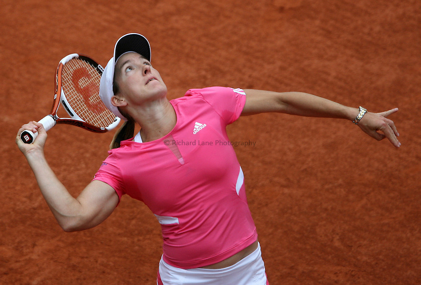 Photo: Maarten Straetemans..French Open, Roland Garros 2007. 30/05/2007..Justine Henin serves during her 3rd round win.