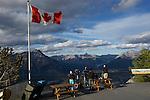 Vue sur la ville de Banff et son célèbre hotel depuis le haut du téléphérique.