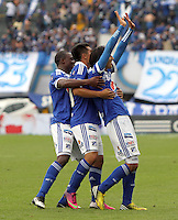 BOGOTA - COLOMBIA- 05 -05-2013: Rafael Robayo  jugador de Millonarios  celebra su gol  contra    Patriotas de Boyacá  partido en el estadio El Campín de la ciudad de Bogotá, mayo 5  de 2013. partido por la  fecha catorce  de la Liga Postobon I. (Foto: VizzorImage / Felipe Caicedo / Staff).   Rafael Robayo  Millonarios player celebrates his goal against Boyacá Patriots game at El Campin in Bogota, May 5, 2013. fourteen date match the I League Europa League. .  (Foto: VizzorImage / Felipe Caicedo / Staff).BOGOTA - COLOMBIA- 05 -05-2013: XXXXXXX  jugador de Millonarios  disputa el balón contra   XXXXXXX   de Patriotas de Boyacá  partido en el estadio El Campín de la ciudad de Bogotá, mayo 5  de 2013. partido por la  fecha catorce  de la Liga Postobon I. (Foto: VizzorImage / Felipe Caicedo / Staff).  XXXXXXX Millonarios player fights for the ball against Boyacá XXXXXXX Patriots game at El Campin in Bogota, May 5, 2013. fourteen date match the I League Europa League. .  (Foto: VizzorImage / Felipe Caicedo / Staff).