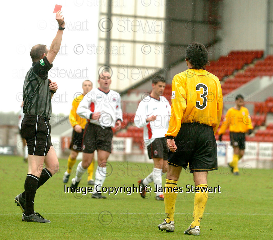 20040417    Copyright Pic: James Stewart.File Name : jspa03_clyde_v_raith.GORAN STANIC IS SENT OFF....James Stewart Photo Agency 19 Carronlea Drive, Falkirk. FK2 8DN      Vat Reg No. 607 6932 25.Office     : +44 (0)1324 570906     .Mobile  : +44 (0)7721 416997.Fax         :  +44 (0)1324 570906.E-mail  :  jim@jspa.co.uk.If you require further information then contact Jim Stewart on any of the numbers above.........