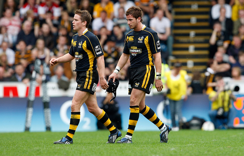 Photo: Richard Lane/Richard Lane Photography..London Wasps v Gloucester Rugby. Guinness Premiership. 04/05/2008. Wasps' Eoin Reddan and Danny Cirpiani leave the field.