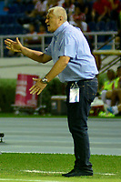 BARRANQUILLA - COLOMBIA, 27-02-2019: Eduardo Lara, técnico de Envigado F. C., durante partido de la fecha 7 entre Atlético Junior y Envigado F. C., por la Liga Águila I 2019, jugado en el estadio Metropolitano Roberto Meléndez de la ciudad de Barranquilla. / Eduardo Lara, coach of Envigado F. C., during a match of the 7th date between Atletico Junior and Envigado F. C., for the Aguila Leguaje I 2019 at the Metropolitano Roberto Melendez Stadium in Barranquilla city, Photo: VizzorImage  / Alfonso Cervantes / Cont.