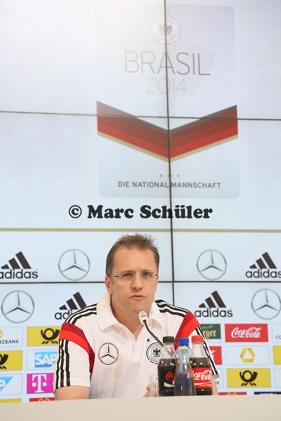 Mannschaftsarzt Prof. Dr. Tim Meyer - Pressekonferenz der DeutschenNationalmannschaft   im Rahmen der WM-Vorbereitung in St. Martin