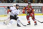 Nuernbergs ChadBassen (Nr.61)  und Duesseldorfs Kevin Marshall (Nr.46) versperren Duesseldorfs Goalie Fredrik Pettersson-Wentzel (Nr.53) die Sicht beim Spiel in der DEL, Duesseldorfer EG (rot) - Nuernberg Ice Tigers (weiss).<br /> <br /> Foto © PIX-Sportfotos *** Foto ist honorarpflichtig! *** Auf Anfrage in hoeherer Qualitaet/Aufloesung. Belegexemplar erbeten. Veroeffentlichung ausschliesslich fuer journalistisch-publizistische Zwecke. For editorial use only.