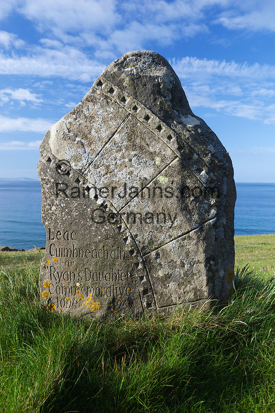 Ireland, County Kerry, The Dingle Peninsula: Slea Head, Commemorative stone for making of the 1969 film Ryan's Daughter | Irland, County Kerry, The Dingle Peninsula: Slea Head, Gedenkstein an den Dreh des Films Ryan's Daughter von 1969