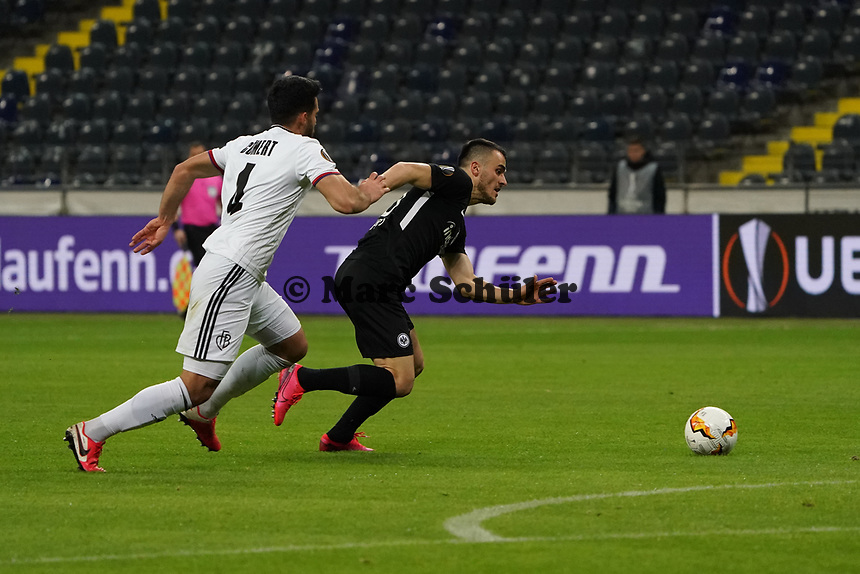 Filip Kostic (Eintracht Frankfurt) gegen Eray Cömert (FC Basel) - 12.03.2020: Eintracht Frankfurt vs. FC Basel, UEFA Europa League, Achtelfinale, Commerzbank Arena<br /> DISCLAIMER: DFL regulations prohibit any use of photographs as image sequences and/or quasi-video.