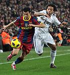 """ESP01129064. Con excelso futbol en los 90 minutos, el Barcelona humilló al Real Madrid tras golearlo 5-0 en el Camp Nou, en cotejo correspondiente a la jornada 13 de la Liga de España 2010-2011 y es nuevo líder del torneo...Gracias a los goles de Xavi Hernández, al minuto 10, Pedro Rodríguez (18), el doblete de David Villa (55 y 58) y del Jeffrén Suárez (90), el cuadro blaugrana se quedó con la victoria en la edición 209 de cotejos oficiales entre ambos ante unos """"merengues"""" que simplemente no aparecieron."""