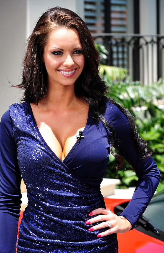 I'm a celebrity Get Me out of here 2011. The celebrities meet each other..JESSICA-JANE CLEMENTS