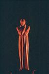 NOUMENON MOBILUS (cr&eacute;ation 1953)<br /> <br /> Chor&eacute;graphie, son, lumi&egrave;res, costumes : Alwin Nikolais<br /> Avec : Juan Carlos Claudio, Brandin Scott Steffenssen<br /> Compagnie : Ririe - Woodbury Dance Company<br /> Lieu : Th&eacute;&acirc;tre de la Ville<br /> Ville : Paris<br /> Date : 23/03/2004