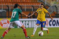 ATENÇÃO EDITOR FOTO EMBARGADA PARA VEÍCULOS INTERNACIONAIS - SAO PAULO, SP, 13 DE DEZEMBRO DE 2012 - TORNEIO INTERNACIONAL CIDADE DE SÃO PAULO - BRASIL x MEXICO: Marta (d) durante partida Brasil x Mexico, válido pelo Torneio Internacional Cidade de São Paulo de Futebol Feminino, realizado no estádio do Pacaembú em São PauloFOTO: LEVI BIANCO - BRAZIL PHOTO PRESS