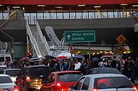 SÃO PAULO, SP, 28.04.2017 - GREVE-SP - Movimentação de passageiros na estação do metrô de Corinthians Itaquera, na região leste da cidade de São Paulo nesta sexta-feira, 28. Os metroviários aderem greve geral em todo o país. (Foto:Nelson Gariba/Brasil Photo Press)