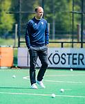 BLOEMENDAAL - coach Teun de Nooijer (Bldaal) tijdens de tweede Play Out wedstrijd hockey dames, Bloemendaal-MOP (5-1)  COPYRIGHT KOEN SUYK