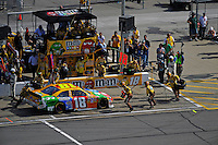 Kyle Busch (#18) makes a pit stop.