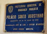 BRAGANÇA PAULISTA,05.10.2015 - POLITICA-SP- Uma ação do Ministério Público de São Paulo em conjunto com o GAECO (Grupo de Atuação Especial de Combate ao Crime Organizado) e o BAEP (Batalhão de Ações Especiais), nessa segunda-feira, 05, na Prefeitura de Brangança Paulista e na residência do Prefeito, o Sr. Fernão Dias, localizada no Condomínio Euroville, resultaram na apreensão de R$ 400mil reais em espécie e armas com mira laser, que é de uso restrito. Os promotores investigam um esquema ilícito de fraude em desapropriações de imoveis pela prefeitura. (Foto: Eduardo Carmim/Brazil Photo Press)