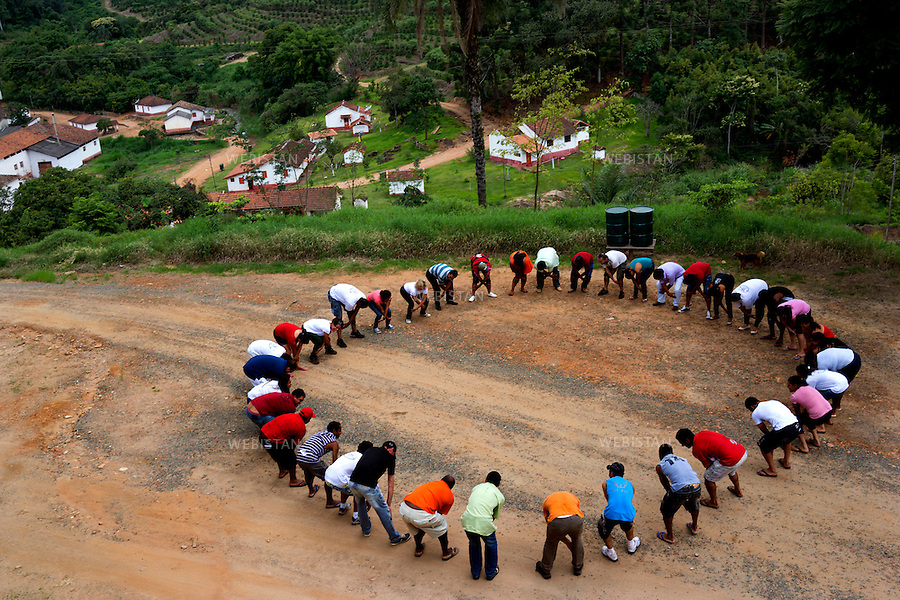Bresil, Sao Sebastiao da Grama, 16 fevrier 2013<br /> Seminaire d&rsquo;accompagnement, organise par Tuca, jeune femme architecte qui a repris et reorganise la plantation de cafe familiale. L&rsquo;objectif du seminaire est de creer un esprit d&rsquo;Equipe, une communaute animee de la meme volonte : une productivite et une qualite du cafe croissantes. <br /> Reportage les Chants de cafe_soul of coffee, realise sur les acteurs terrain du programme de developpement durable Triple AAA de Nespresso.<br /> <br /> Brazil, Sao Sebastiao da Grama, February 16, 2013<br /> A seminar organized by Tuca Dias, a young female architect who took over and reorganized the family coffee plantation. The objective of the seminar is to create a team spirit, a driven community of people who share a common objective: the productivity and quality of growing coffee. <br /> Assignment: les Chants de cafe_ Soul of Coffee, implemented on the fields of Nespresso&rsquo;s sustainable development program Triple AAA.