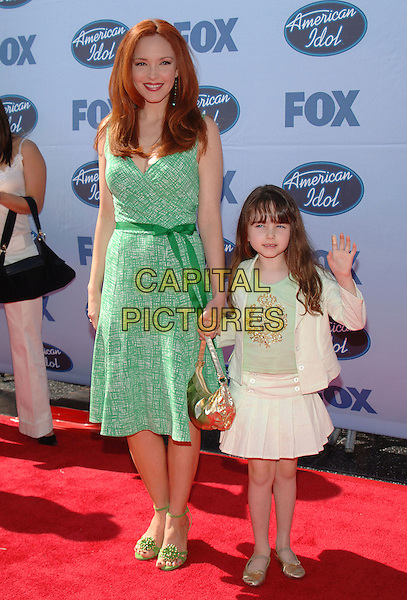 "AMY YASBECK & STELLA.""American Idol"" Season 4 Finale held at The Kodak Theatre..May 25th, 2005.Photo Credit: Jacqui Wong/AdMedia.full length mother daughter family green dress gold bag purse white skirt waving.www.capitalpictures.com.sales@capitalpictures.com.© Capital Pictures."