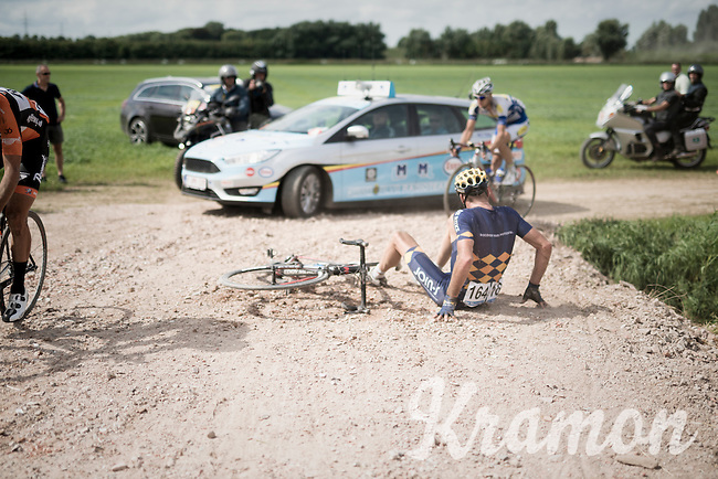 Wouter Mol (NED/Cyclingteam Join's - De Rijke) crashed hard while cornering<br /> <br /> 91st Schaal Sels 201691st Schaal Sels 2016
